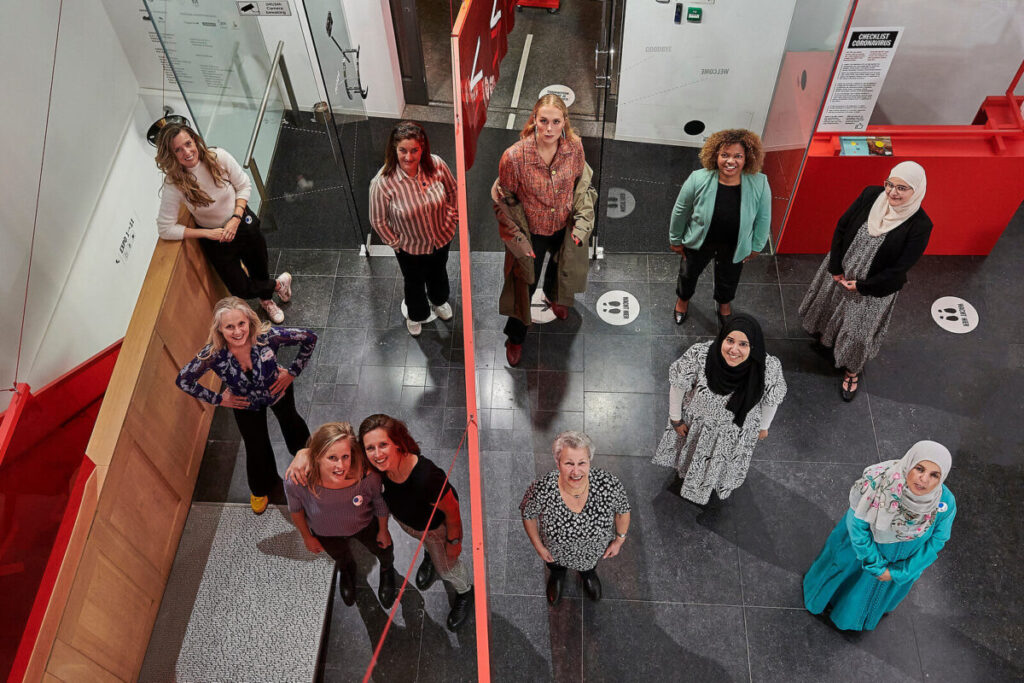 Veronique Konings - Vrouwen die muren afbreken - Groepsfoto